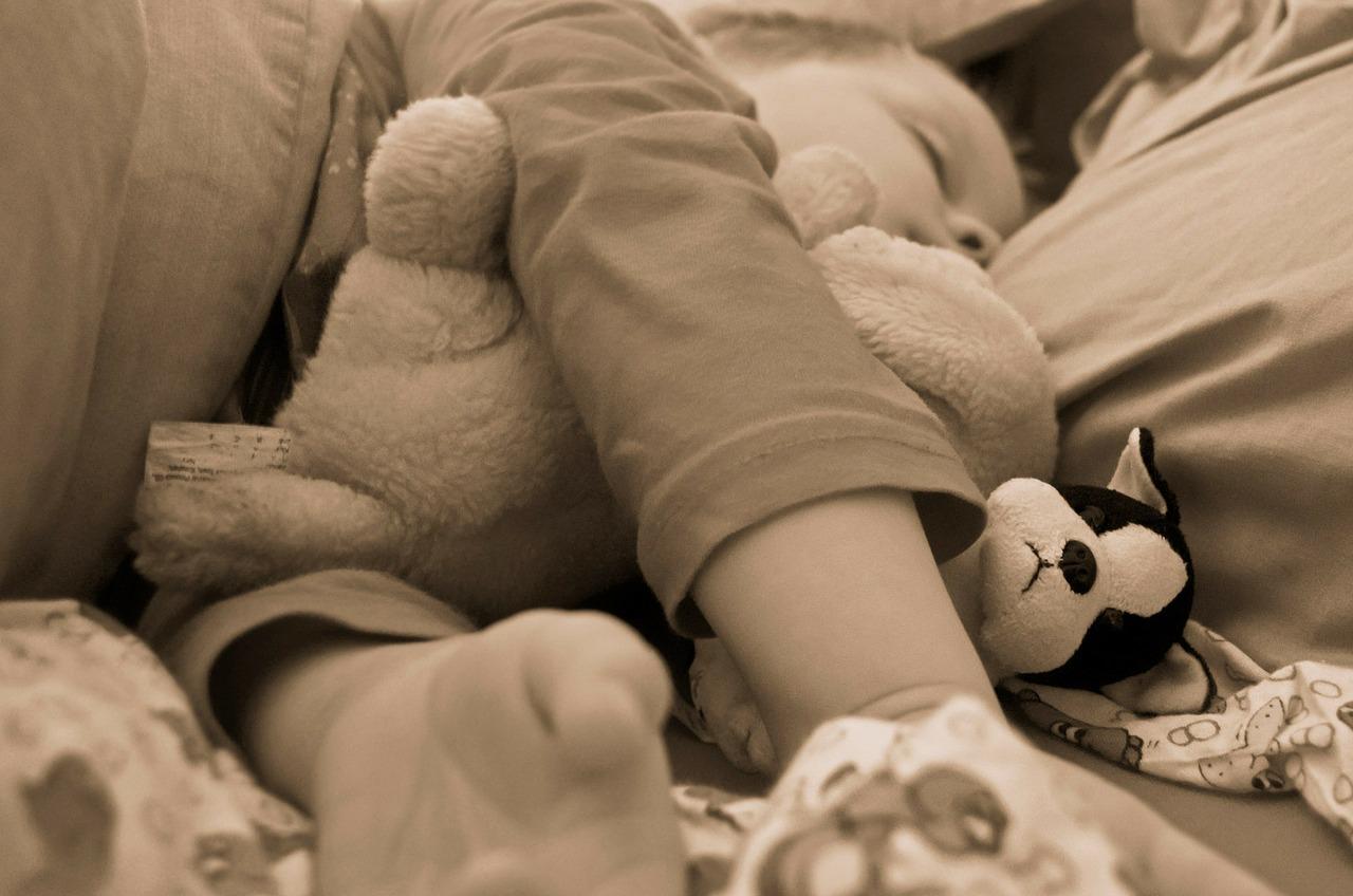 bebelus pat - sfatulparintilor.ro - pixabay_com - child-72724_1280