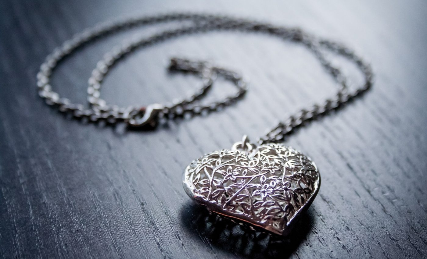 bijuterii argint - sfatulparintilor.ro - pixabay_com - heart-1521377_1920