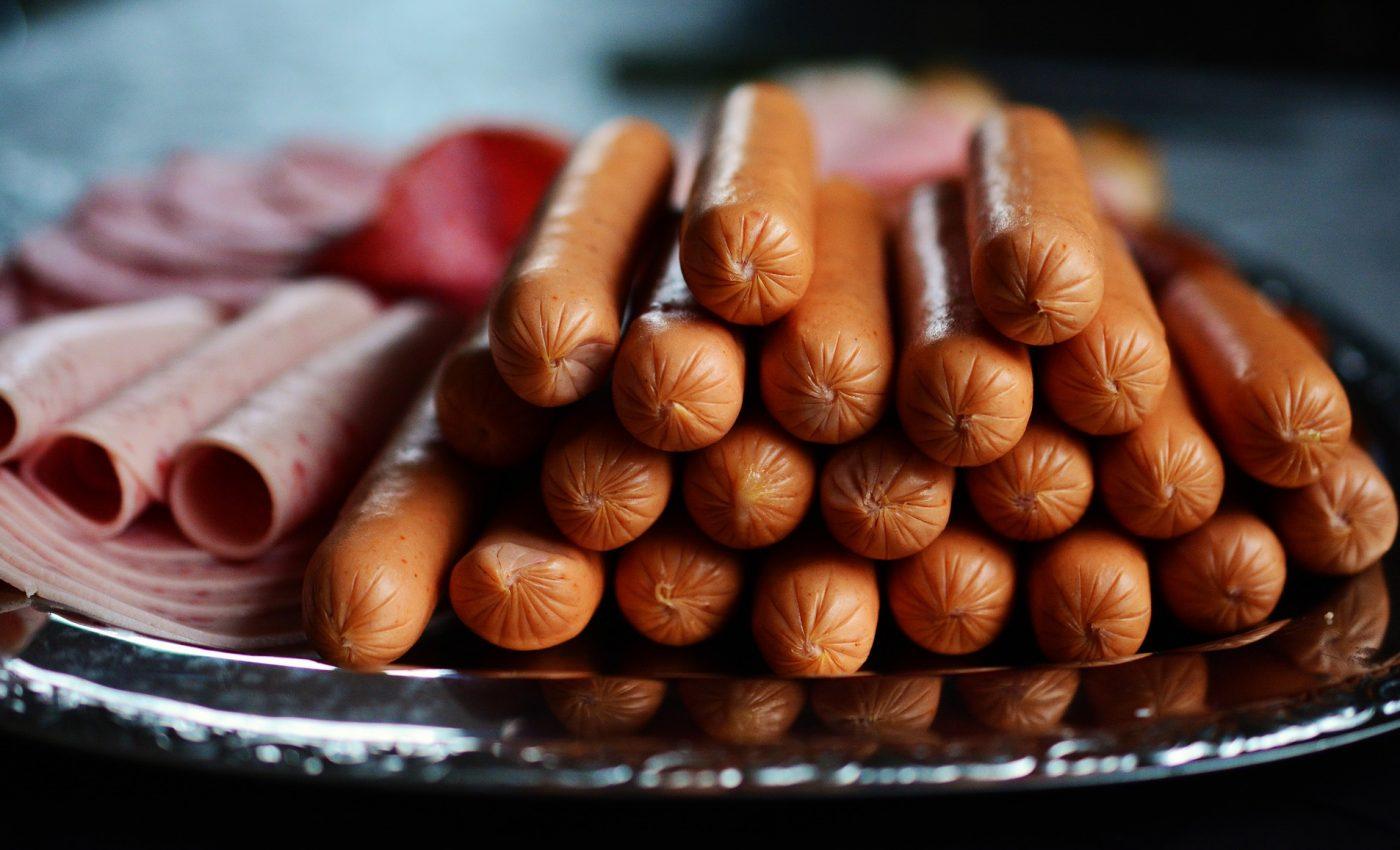 carne cancer - sfatulparintilor.ro - pixabay_com - sausage-2127682_1920