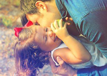 parinti copii - sfaultulparintilor.ro - pixabay_com - parents-and-children-1794951_1920