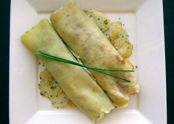Clatite cu branza tofu, ceapa si verdeata