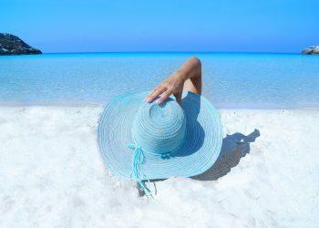 la plaja - sfatulparintilor.ro - pixabay_com - fashion-985556
