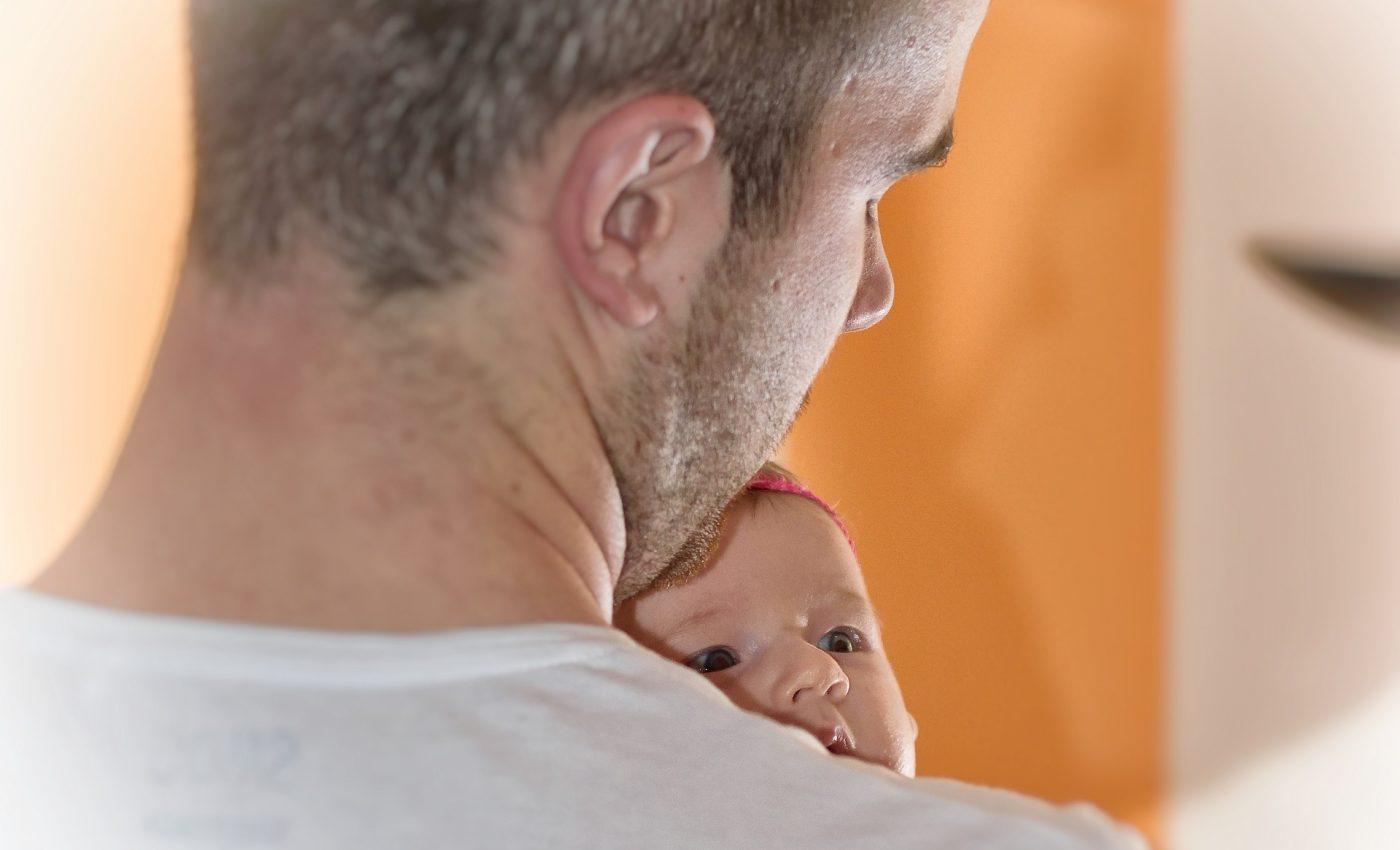mama copii tata - sfatulparintilor.ro - pixabay_com - newborn-1850441_1920