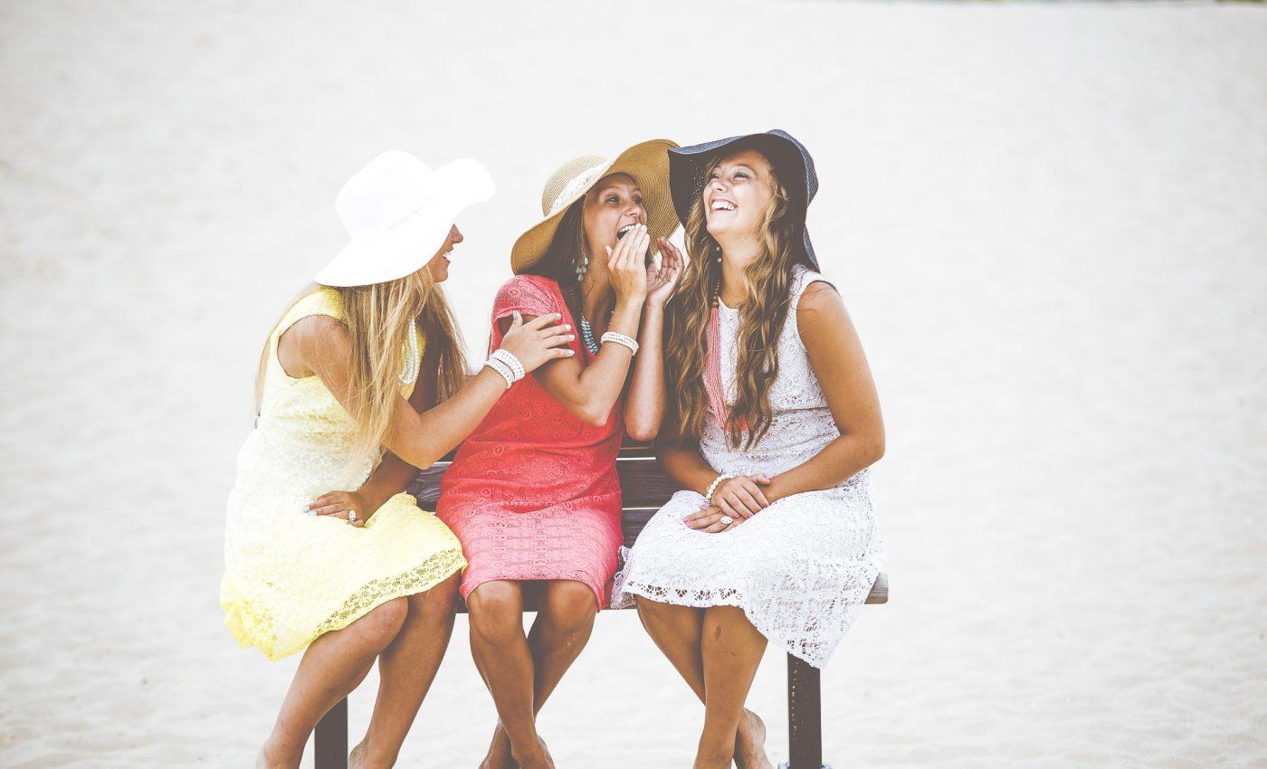 oameni fericiti - sfatulparintilor.ro - pixabay_com -bench-1853958_1920
