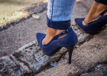 pantofi - sfatulparintilor.ro - pixabay_com - women-1620928_1920