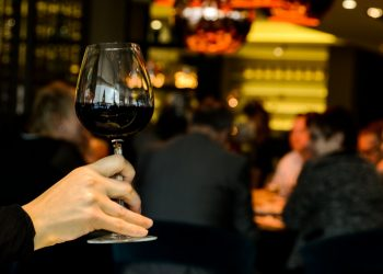 vin rosu - sfatulparintilor.ro - pixabay_com - wine-622116_1920