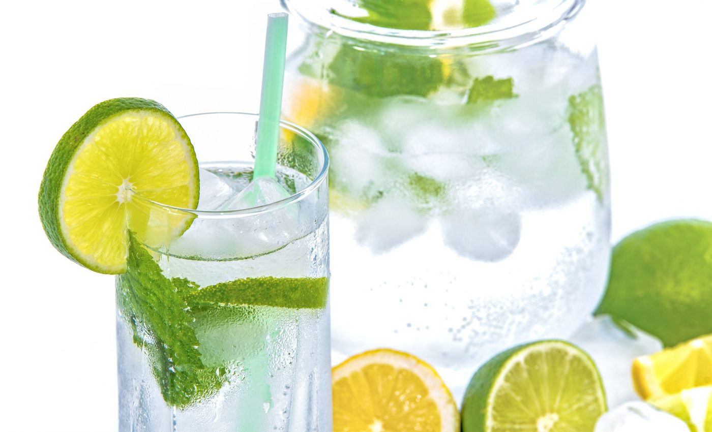 apa cu lamaie dimineata - sfatulparintilor.ro - pixabay_com - mineral-water-1532300_1920