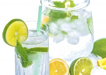 apa cu lamaie - sfatulparintilor.ro - pixabay_com - mineral-water-1532300_1920