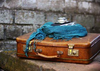 bagaj vacanta - sfatulparintilor.ro - pixabay_com - luggage-2420316_1920