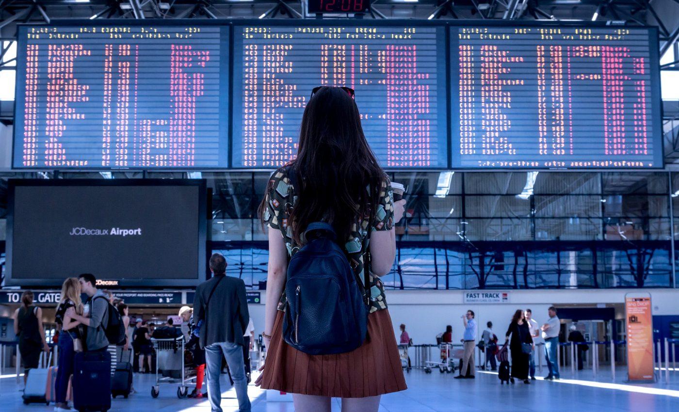 ce nu ai voie in bagajul de mana- sfatulparintilor.ro - pixabay_com - airport-2373727_1920