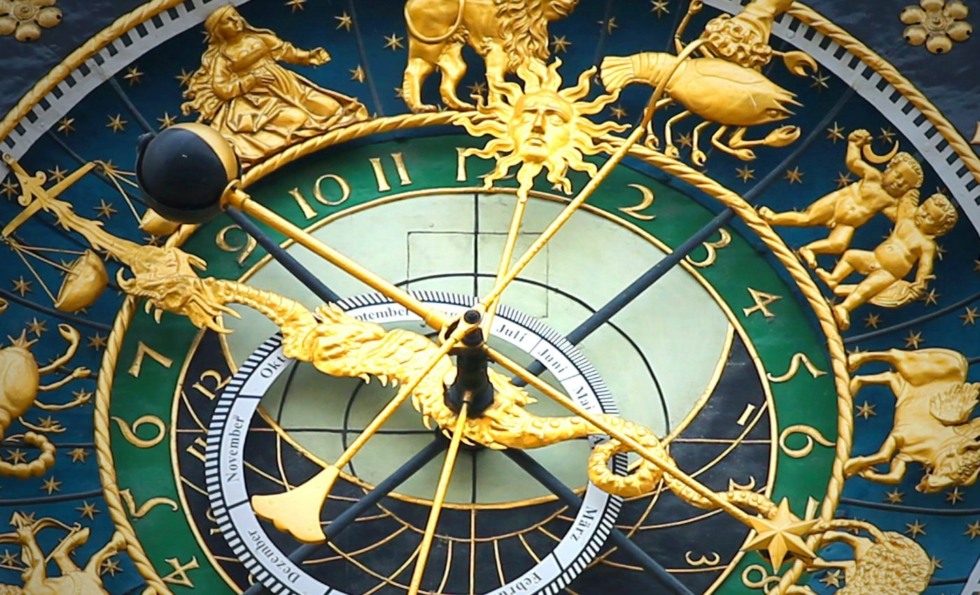 horoscop - sfatulparintilor.ro - pixabay_com - astronomical-clock-408306_1920