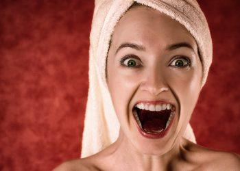 imbatranire - demachiere - sfatulparintilor.ro - pixabay_com - blonde-2094172_1920