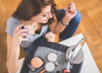 parfumuri excitante barbati - sfatulparintilor.ro - pixabay_com - perfume-791698_1920