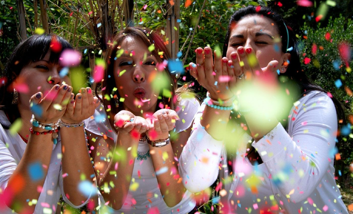 tipuri de prieteni de care sa scapi - sfatulparintilor.ro - pixabay_com - people-1230872_1920