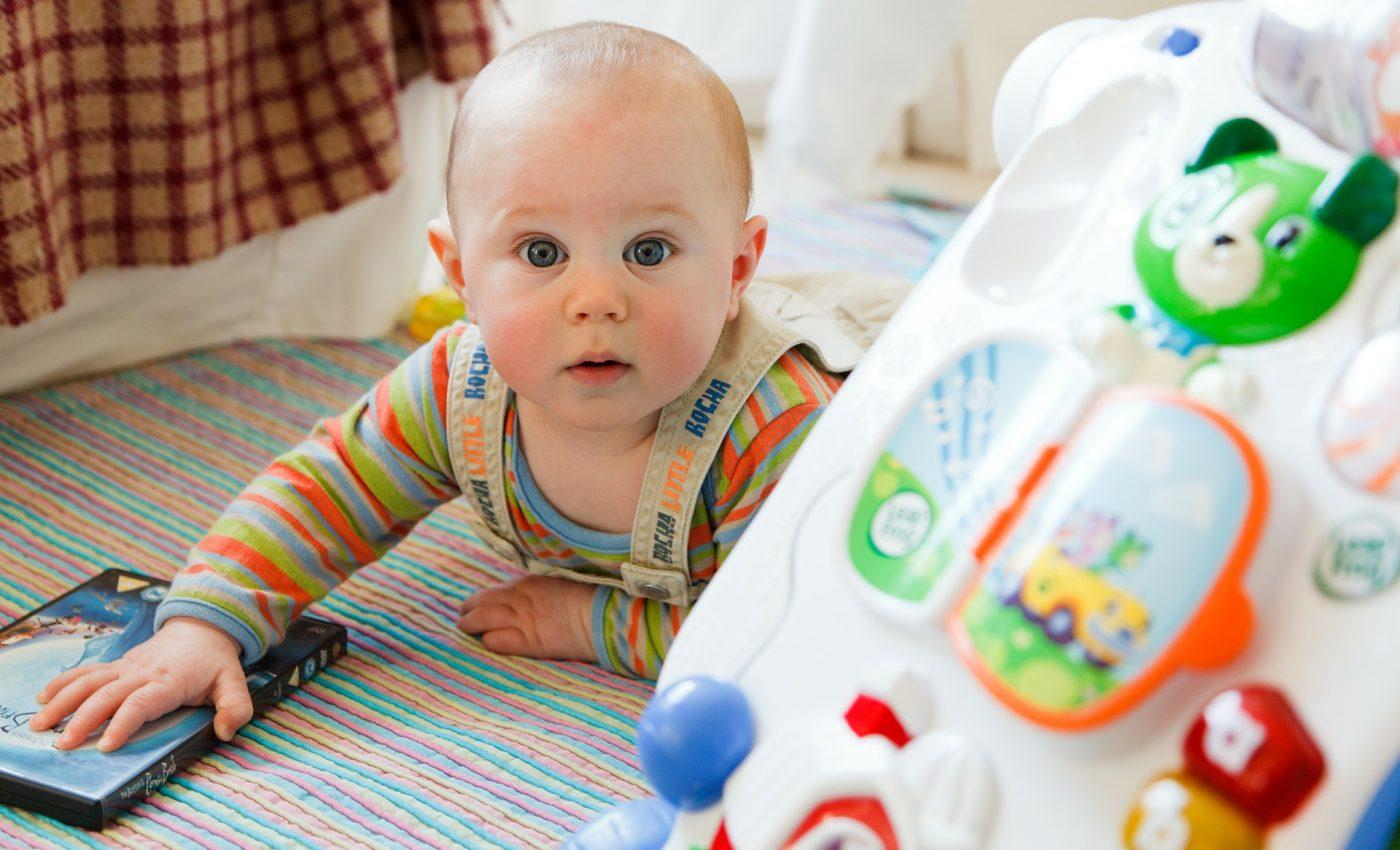bebelus - sfatulparintilor.ro - pixabay_com - baby-84552_1920