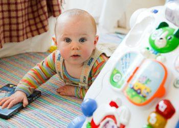 Coji in cap la bebelusi- bebelus - sfatulparintilor.ro - pixabay_com - baby-84552_1920