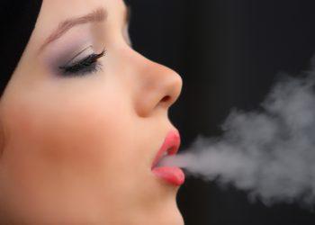 gravida fumat - tigari - sfatulparinitlor.ro - girl-smoke-cigarette-2198839
