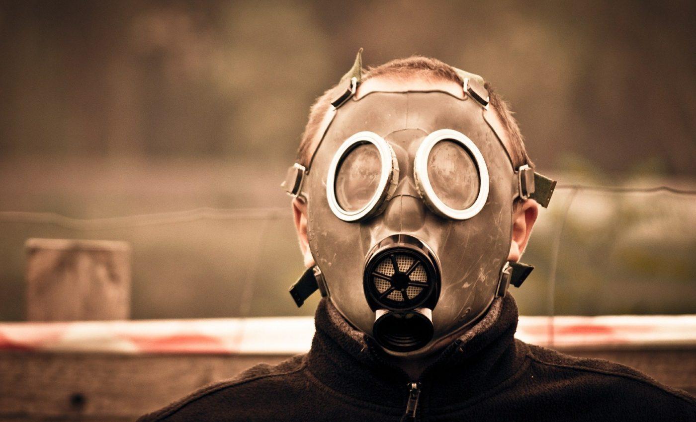 tipuri de oameni toxici - sfatulparintilor.ro - pixabay_com - gas-mask-469217_1920