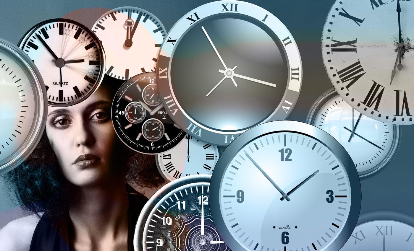 vieti anterioare - sfatulparintilor.ro - pixabay_com- time-1739629_1920