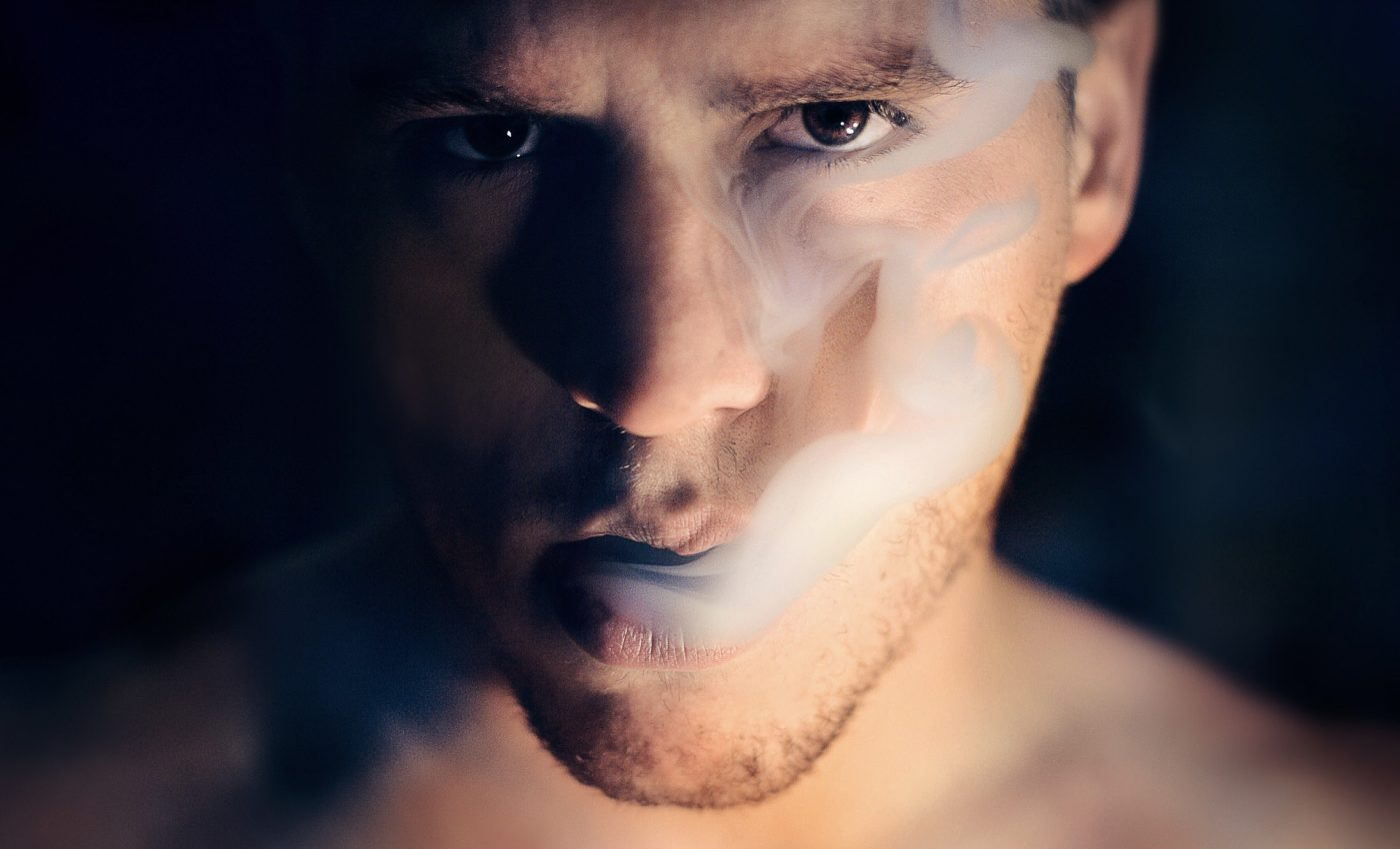 Ce se intampla in corp cand te lasi de fumat - sfatulparintilor.ro - pixabay_com - man-1245836_1920