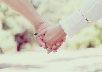 calitati pe care sa le cauti la viitorul partener - sfatulparintilor.ro - pixabay_COM - hands-1885310_1920