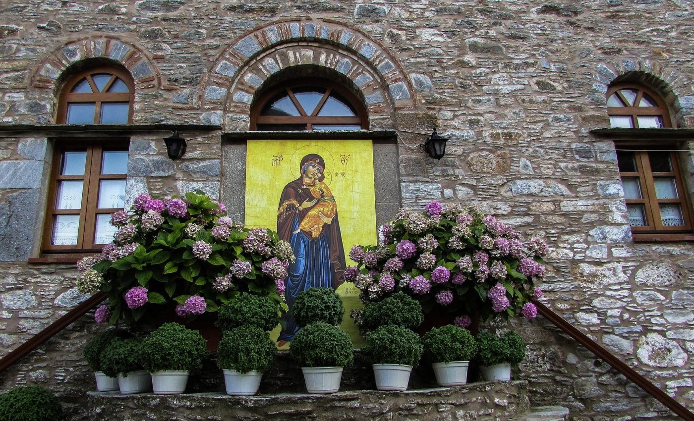 grecia - fecioara maria - sfatulparintilor.ro - pixabay_com - monastery-1555912_1920