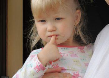 Cum sa dezveti copilul de suptul degetului