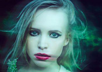 vampiri energetici - sfatulparintilor.ro - pixabay_com - mystical-portrait-of-a-girl-1388597_1920