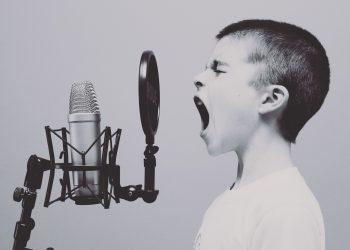 Cum stii daca ai copilul stresat - sfatulparintilor.ro - pixabay_com - microphone-1209816_1920