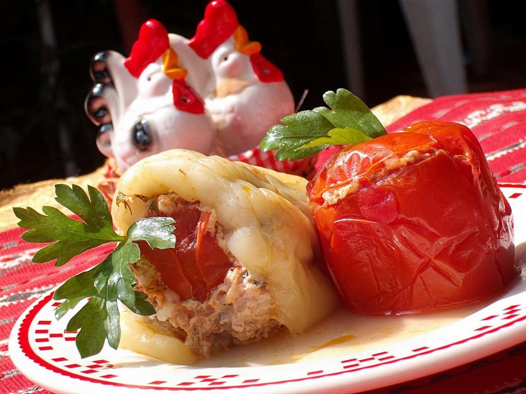 Iata un preparat delicios: Rosii si ardei umpluti cu carne de curcan, de la Anisoara67.