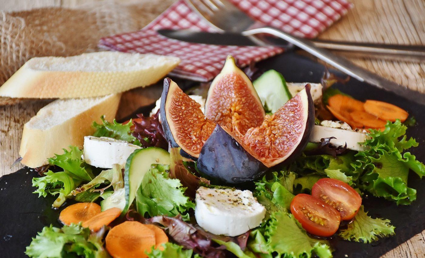 alimente care te ajuta sa te concentrezi - sfatulparintilor.ro - pixabay_com - salad-1672505_1920
