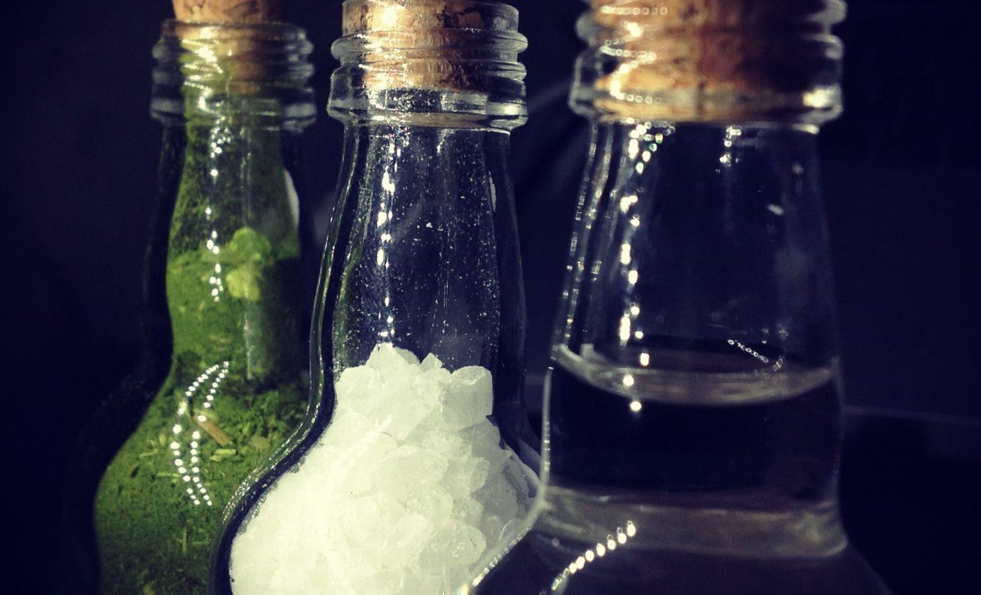 Lasa un pahar cu apa - sfatulparintilor.ro - pixabay_com -bottle-144650