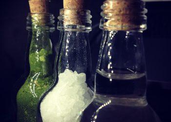 apa - sare - ierburi - sfatulparintilor.ro - pixabay_com -bottle-144650