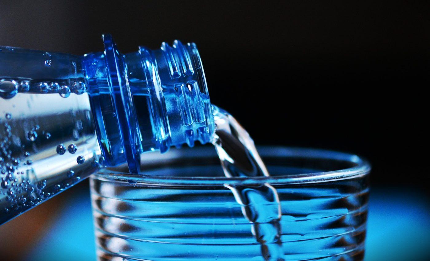 apa - sfatulparintilor.ro - pixabay_com - bottle-2032980_1920