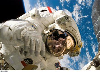 astronaut-sfatulparintilor.ro - pixabay_com -11080