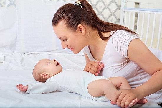 Caderea din pat este unul dintre cele mai cunoscute tipuri de accidente pe care le pot avea copiii nostri.