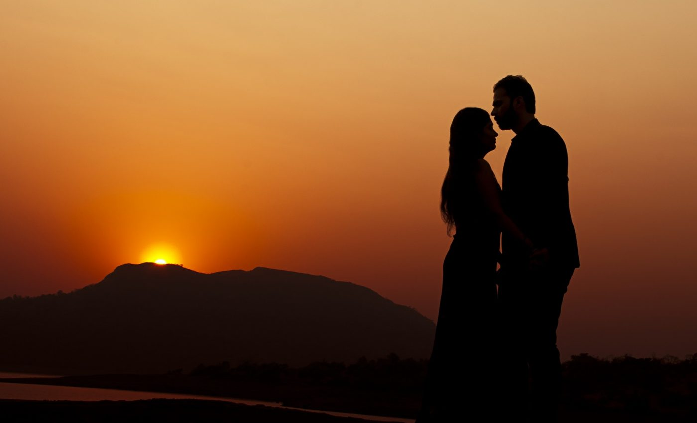 cuplu-singuratate-sfatulparintilor.ro-pixabay_com-couple-2191391_1920-1400x850