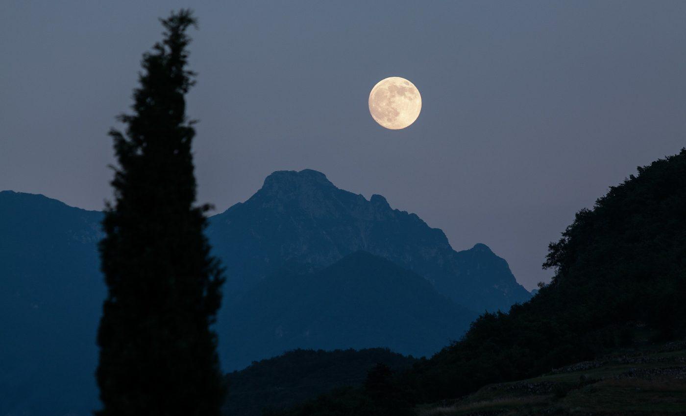 luna plina - sfatulparintilor.ro - pixabay_com - moon-182145_1920