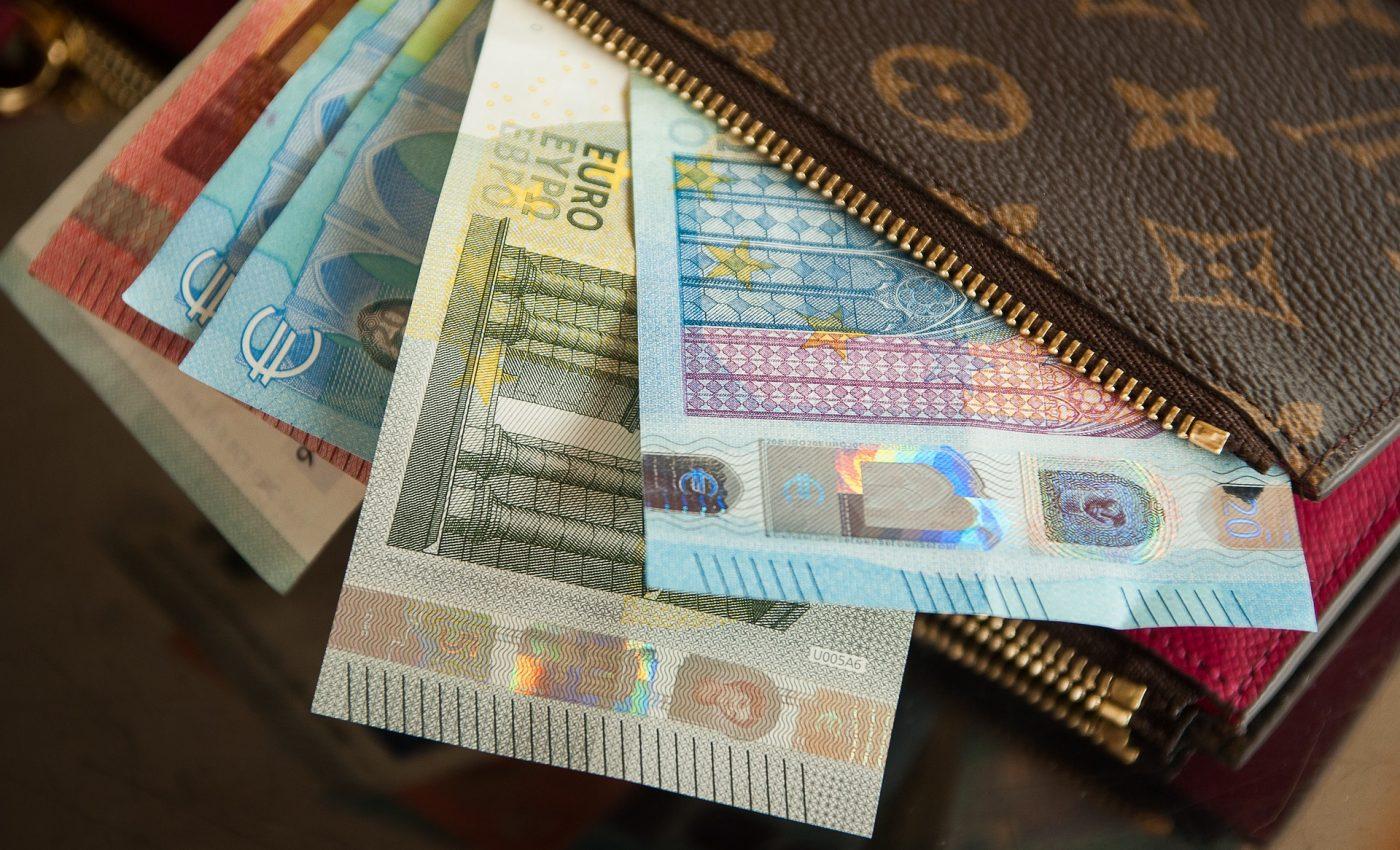 cum să faci bani online pentru un portofel)