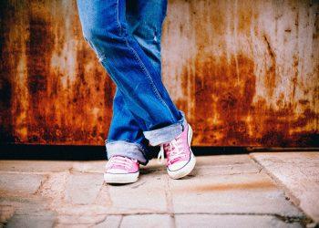 scurgeri vaginale adolescente - sfatulparintilor.ro - pixabay_com - feet-349687_1920