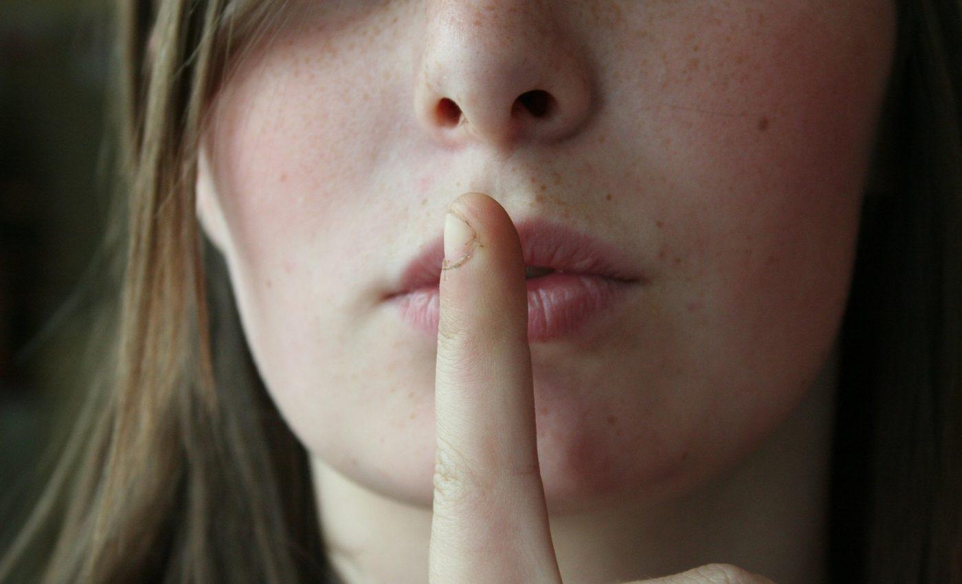 secret-nu vorbesti - sfatulparintilor.ro - pixabay_com - 2725302_1920