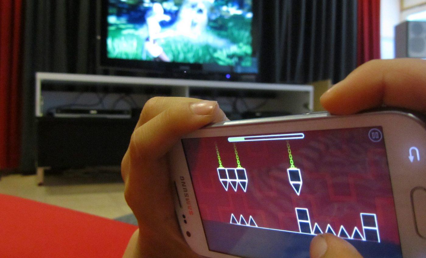 telefon mobil copii - sfatulparintilor.ro - pixabay_com - games-722105_1920