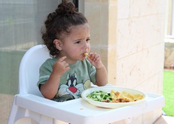 alimente copii - sfatulparintilor.ro - pixabay-com - child-1566470_1920