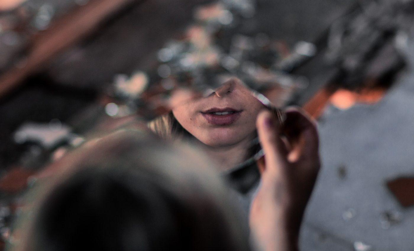 boli oglinda - sfatulparintilor.ro - pixabay_com - people-2604159_1920