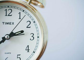 ceas - ora trezire - sfatulparintilor.ro - pixabay_com - time-371226