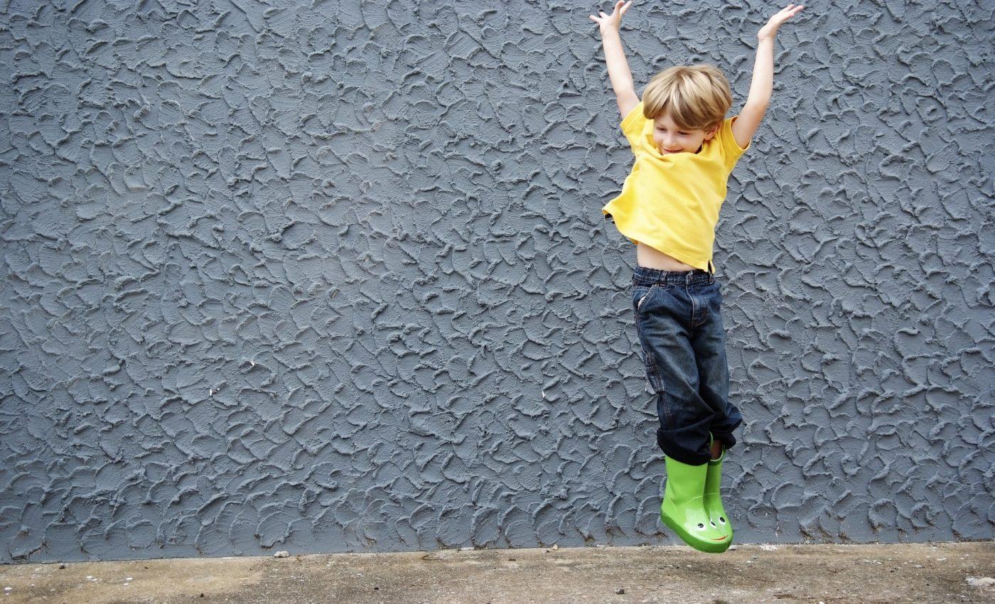 copil hiperactiv - sfatulparintilor.ro - pixabay_com - happy-boy-3386243_1920