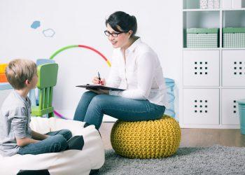 Desi majoritatea parinților nu vor sa conceapa faptul ca al lor copil are nevoie de ajutor specializat, exista câteva semnale de alarma care ar trebui sa te trimita urgent la psiholog. Iți explicam in detaliu in continuare care sunt acestea si ce iți ramâne d