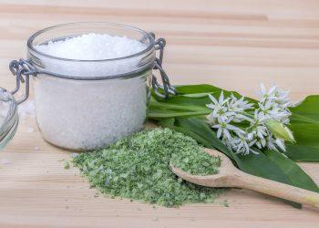 metode sa mananci mai putina sare - sfatulparintilor.ro - pixabay-com - salt-6060479_1920