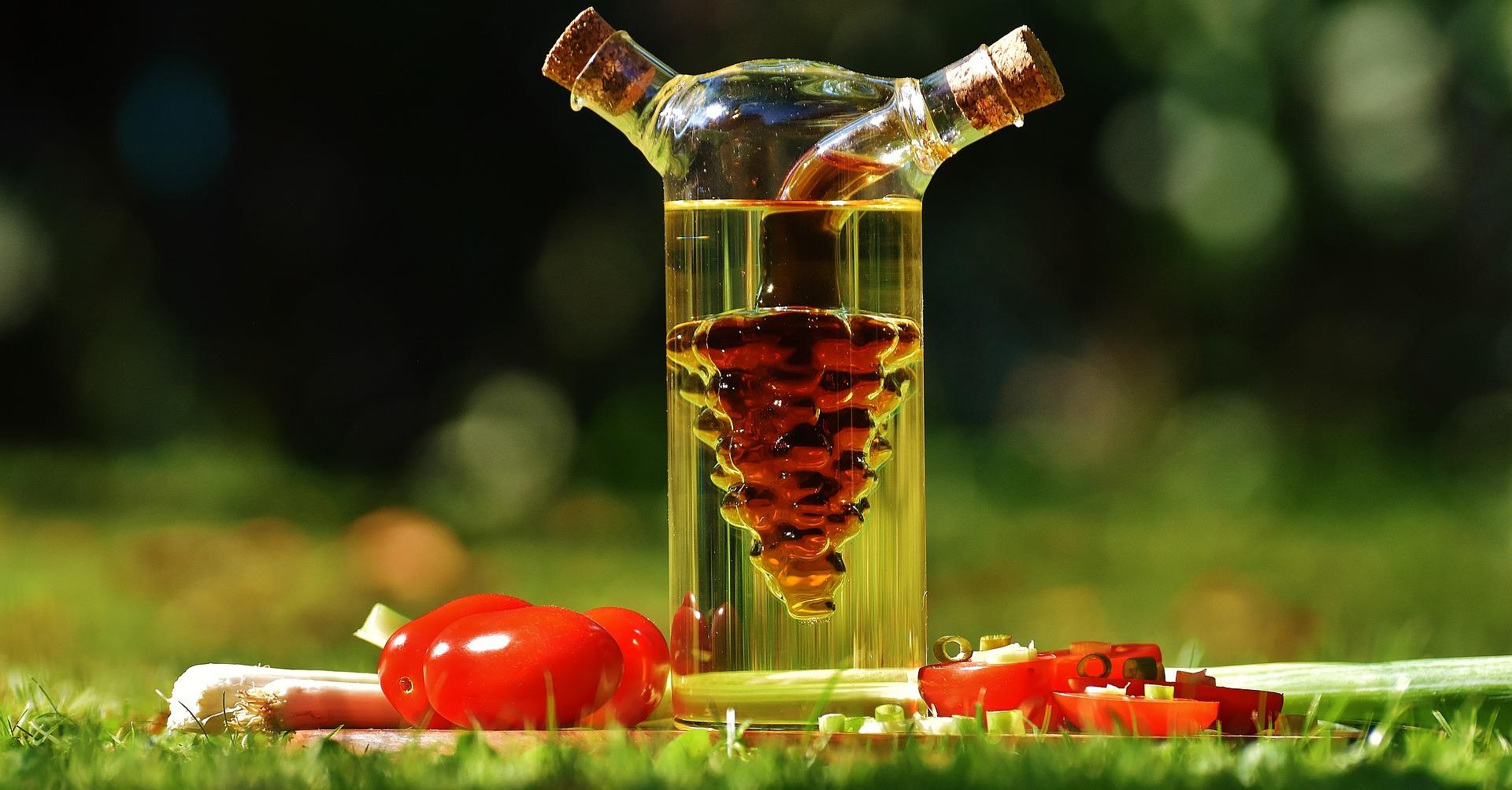otet - sfatulparintilor.ro - pixabay_com - vinegar-1667900_1920