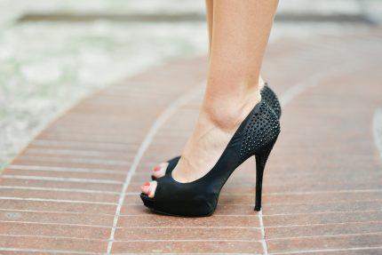 pantofi cu toc - sfatulparintilor.ro - pixabay_com - fashion-601557_1920
